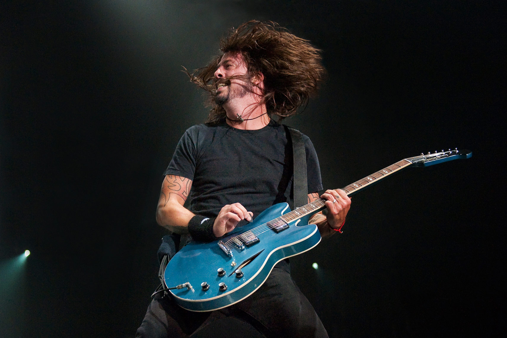 Dave-Grohl-Foo-Fighters-Wembley-Arena.jpg