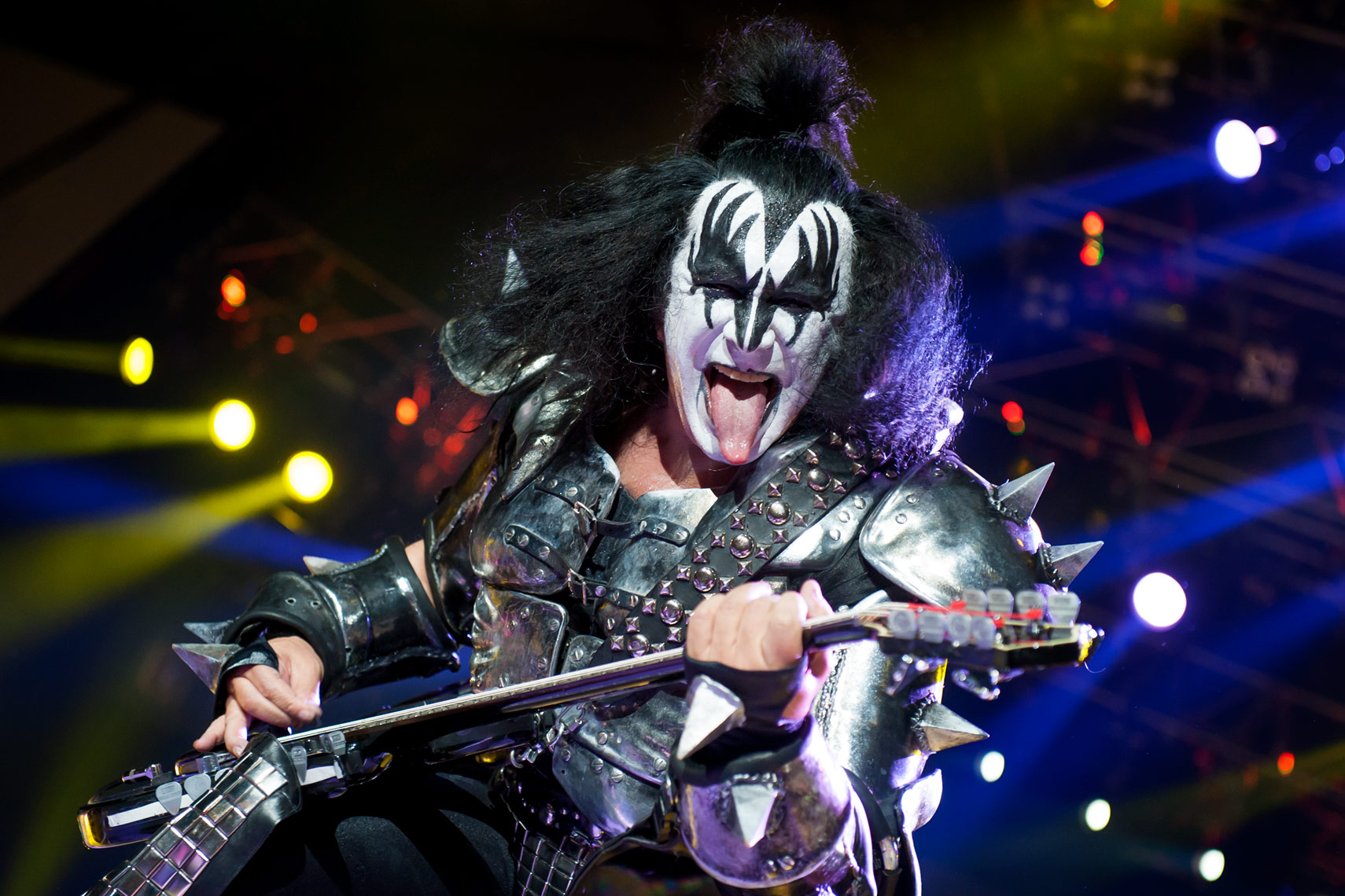 Gene-Simmons-KISS-Wembley-Arena.jpg