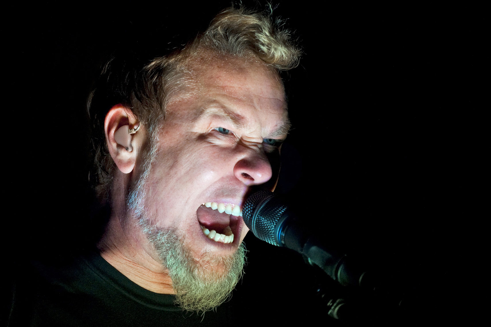 James-Hetfield-Metallica-O2-Arena.jpg