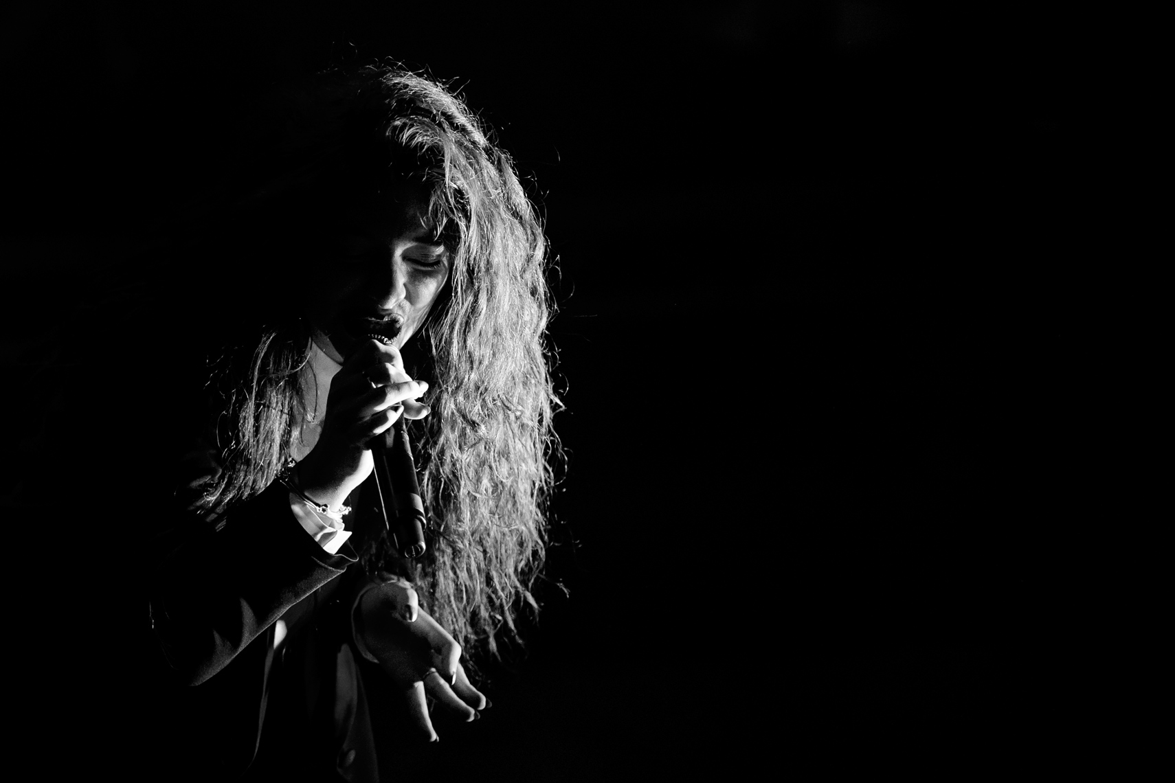 Lorde-Shepherds-Bush-Empire-2014.jpg