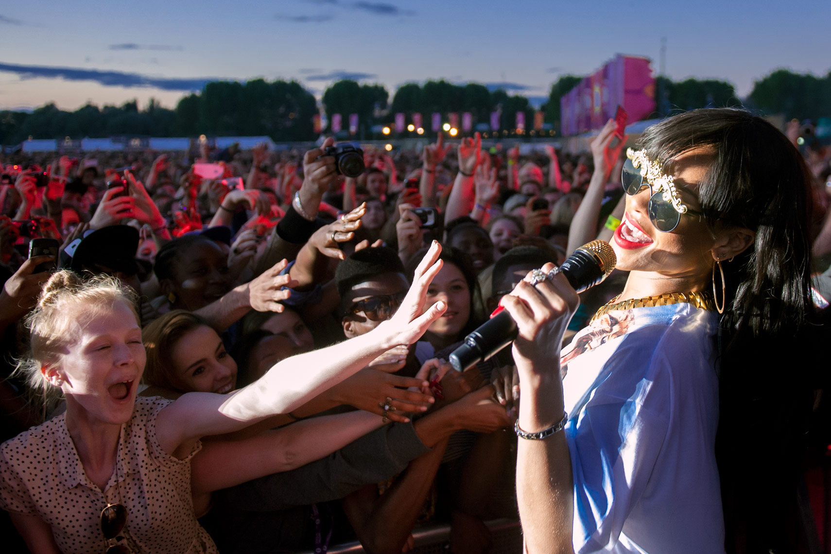 Rihanna-Hackney-Weekend-2.jpg