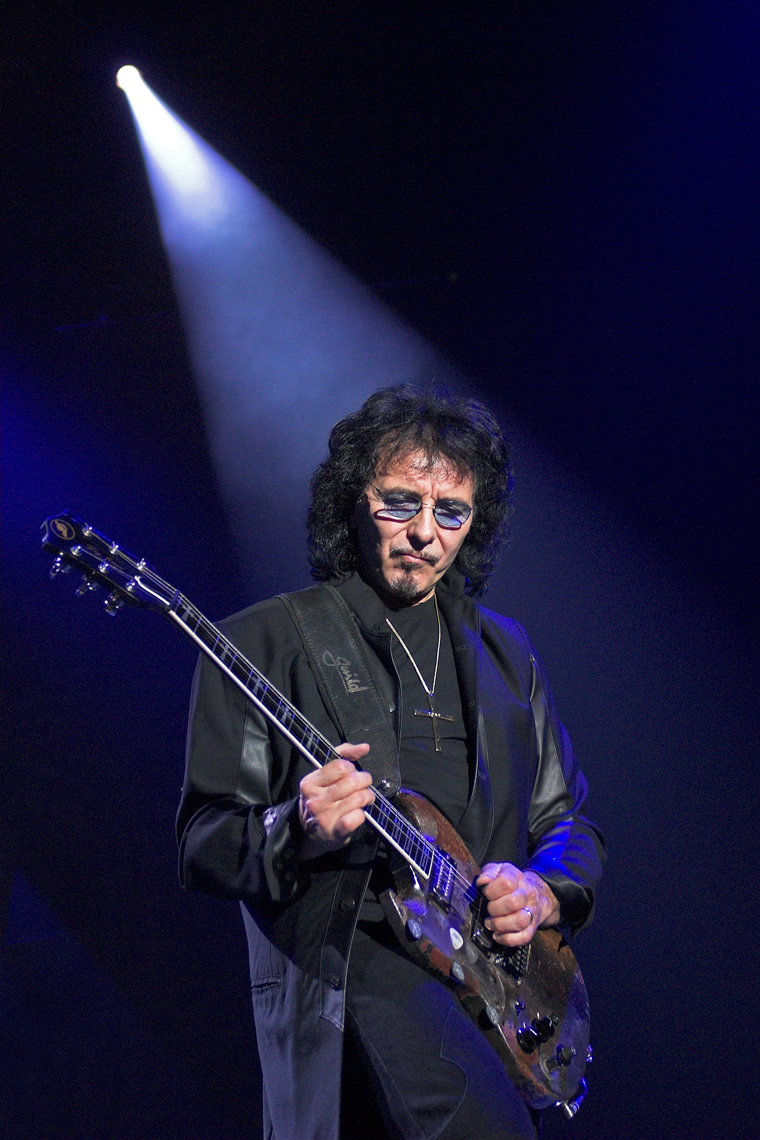 Tony-Iommi-Heaven-and-Hell-Wembley-Arena.jpg